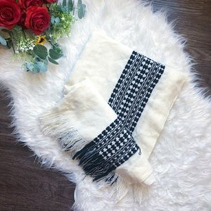AMERICAN EAGLE OUTFITTERS LONG SCARF